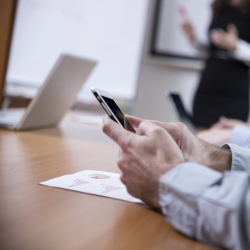 How to Deal with Personal Messaging At Work